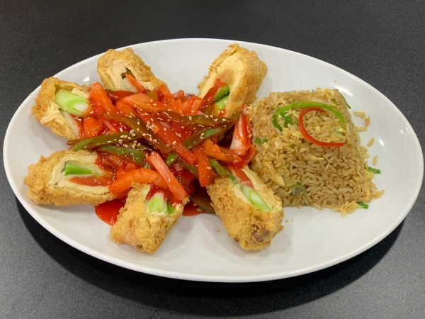 Pollo rebozado relleno de verduras y salsa de ostras