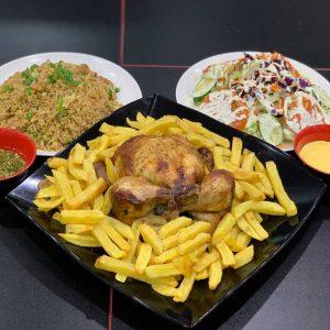1 pollo a la brasa acompañado de arroz chaufa de pollo, patatas fritas, ensalada y salsas