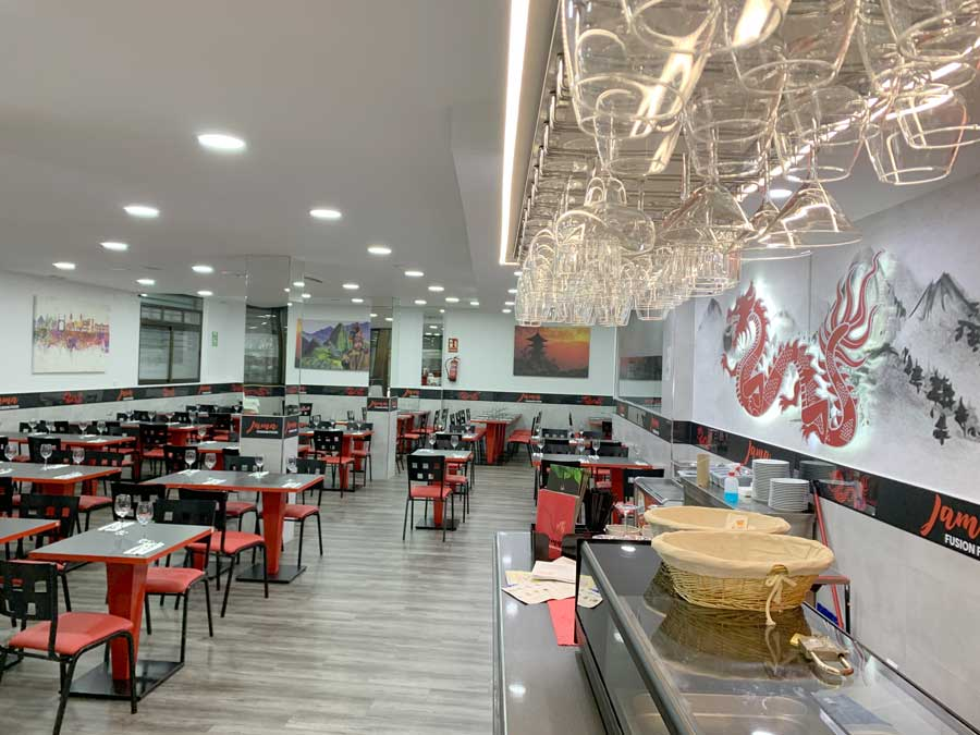 Restaurante peruano acogedor, con amplio salón en el barrio de vallecas