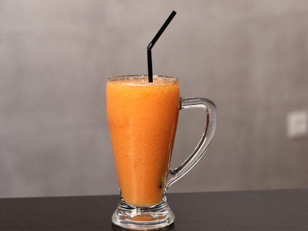 Jugo de papaya de fruta fresca