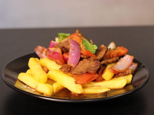 Lomo al jugo con patatas fritas